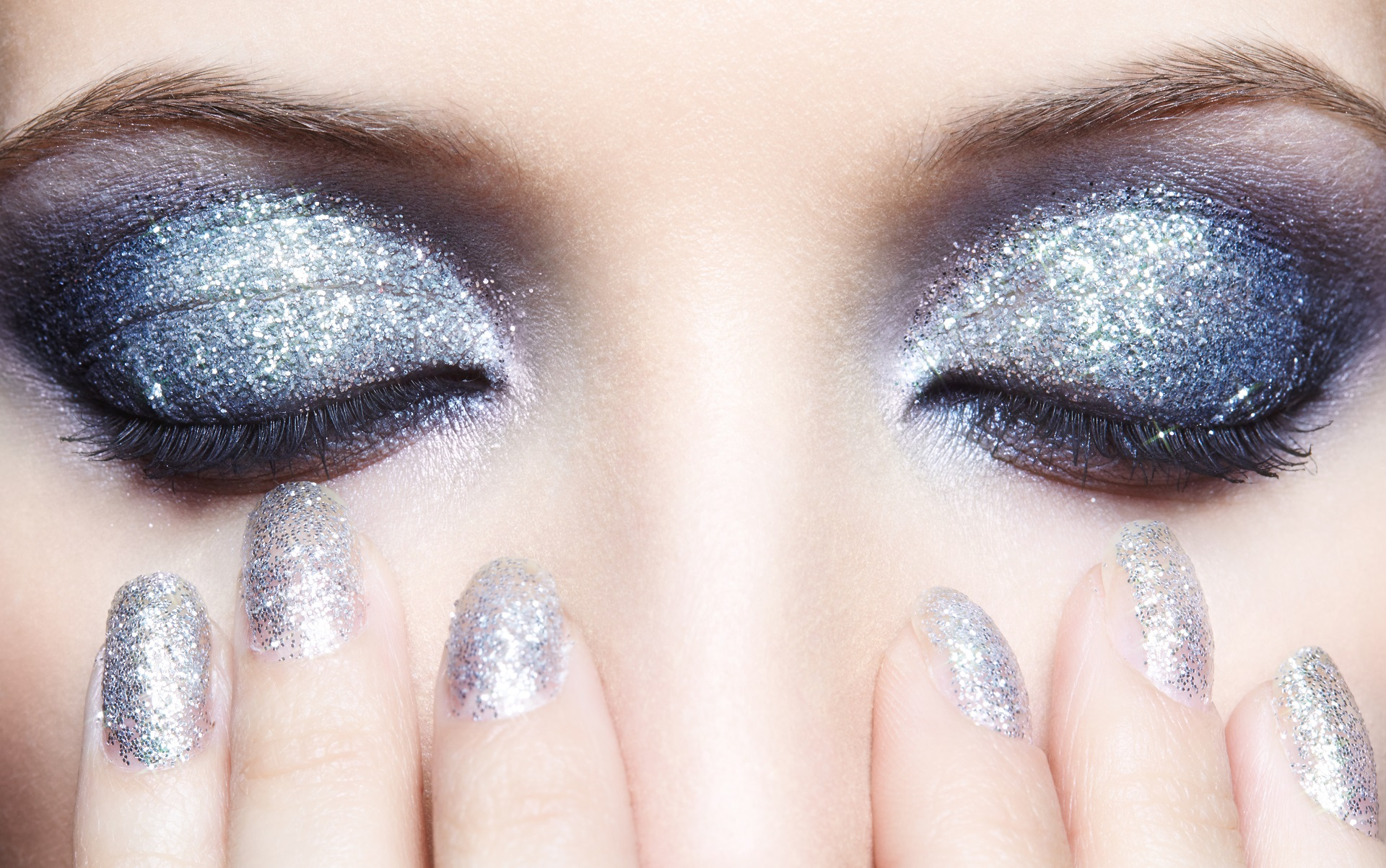 glitter-eyes-and-nails-online-makeup-course-The-Centre-Of-Wellness