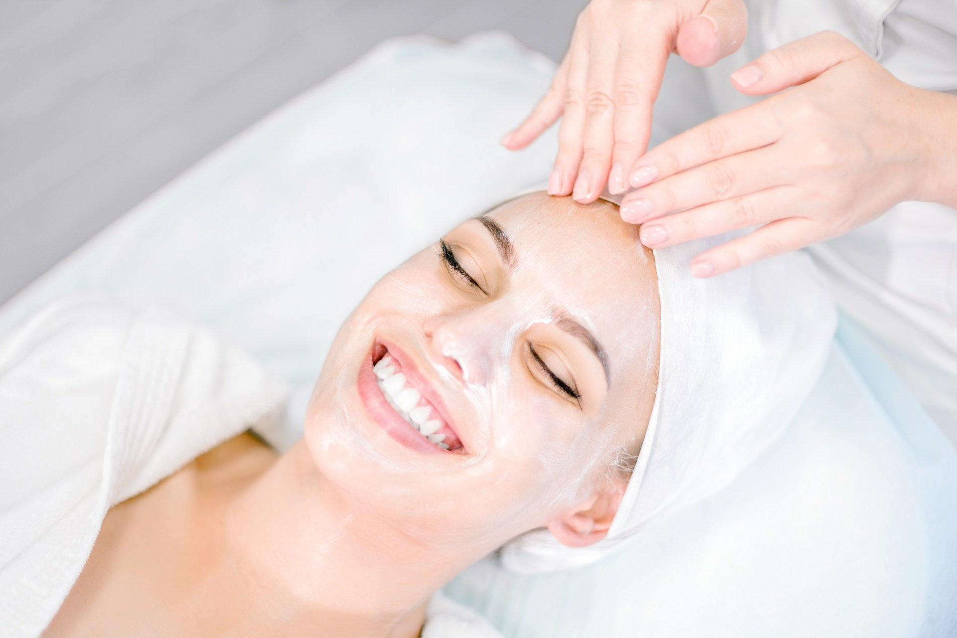 smiling-at-spa-online-facial-courses-The-Centre-Of-Wellness.